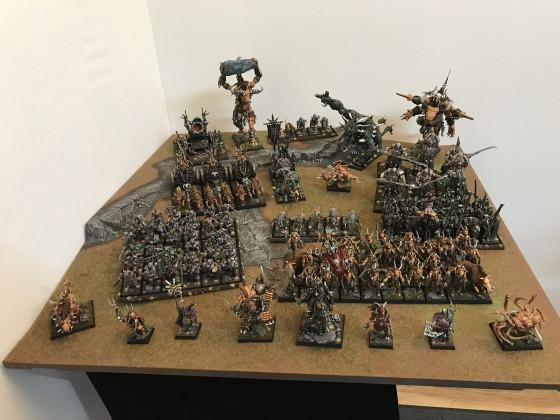Chaos Armee mit Tiermenschen und Kriegern