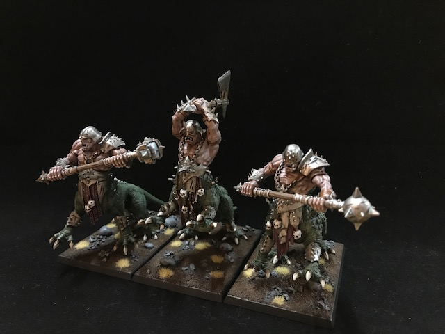 Drachenoger mit Zweihandwaffen