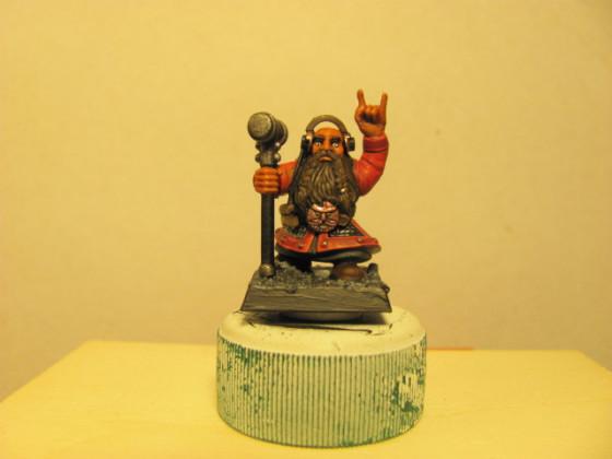 Headbangender Zwerg