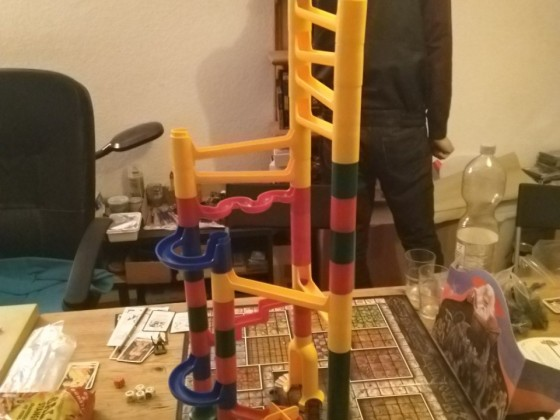 Pausenspielchen Kugelbahn